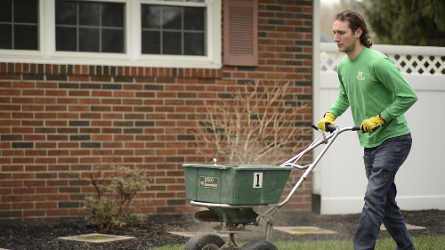 Lawn fertilization spreader